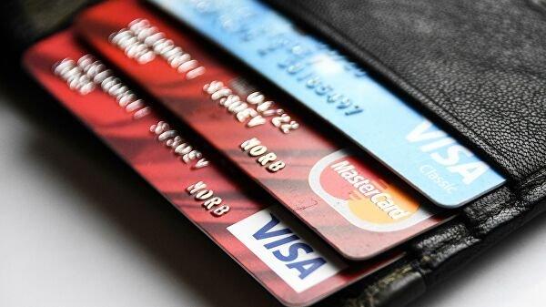 Стало известно, чем опасно слишком большое количество банковских карт