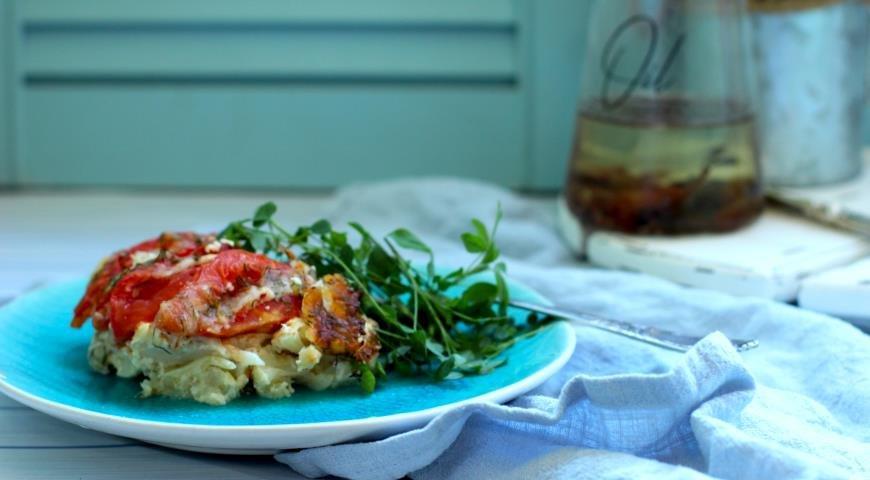 Запеканка из цветной капусты с сулугуни и помидорами